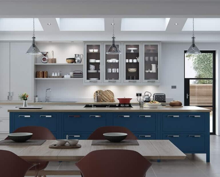 bespoke_modern_contemporary_aurora_painted_lightgrey_gunmetalgrey_parisianblue_kitchen_frontal-900x620